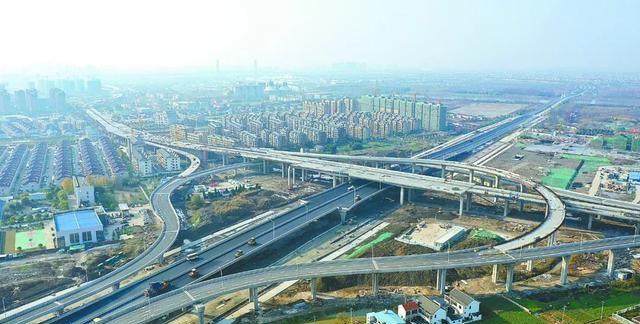 江苏省是沿海省份,为何只有连云港成为海滨城市?