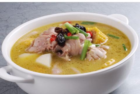 """下锅前多加""""1步"""",炖出的鸡肉肉质嫩滑,就连鸡汤也特醇厚好喝"""