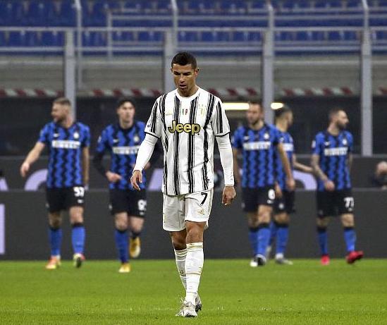 凌晨6点C罗梅西遭暴击,2人0进球+0助攻,尤文完败巴萨耻辱丢冠