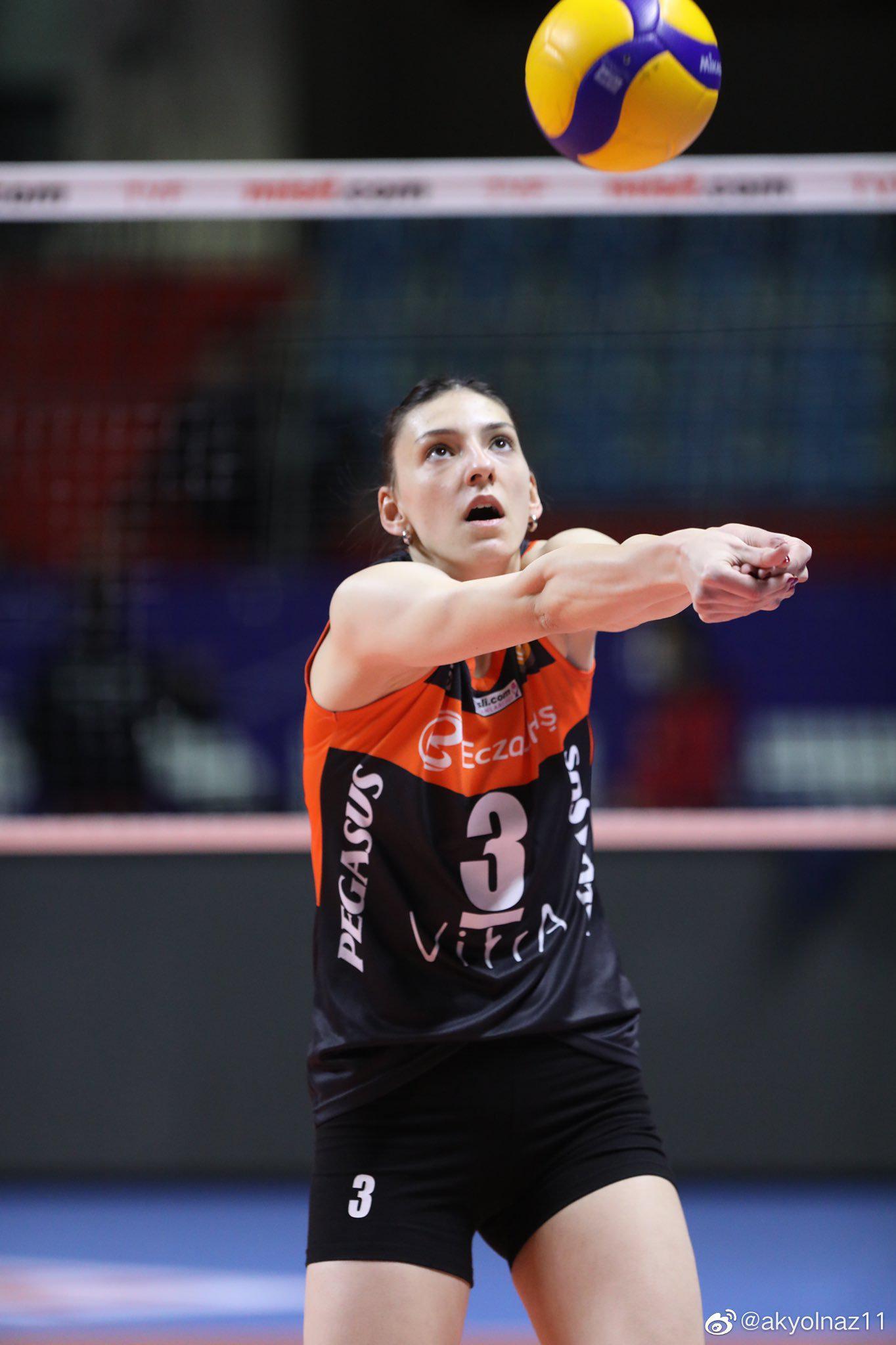 2020-2021赛季土耳其女排联赛第十八轮补赛……