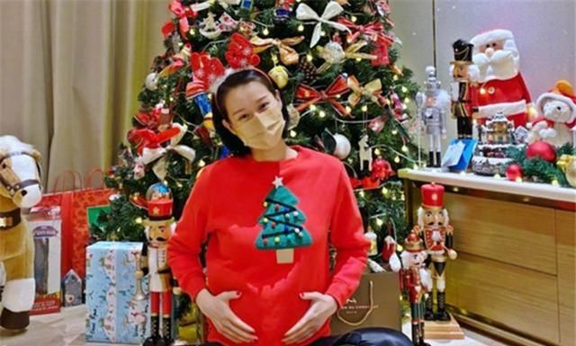 胡杏儿四年怀三胎,网友调侃其无缝衔接,过来人却说多注意身体