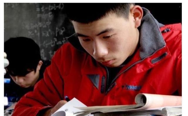 """高中正在兴起""""新型攀比"""",老师表示也无可奈何"""