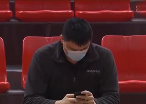 张大宇受伤,姚明放下手机,现场指示工作,周琦想要的担架来了!