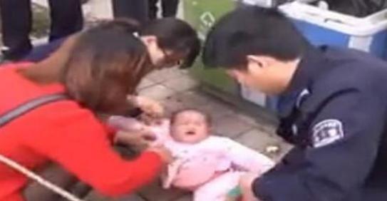 24岁宝妈刚刚生下孩子,却因为丈夫的一句话,带着宝宝跳进河里