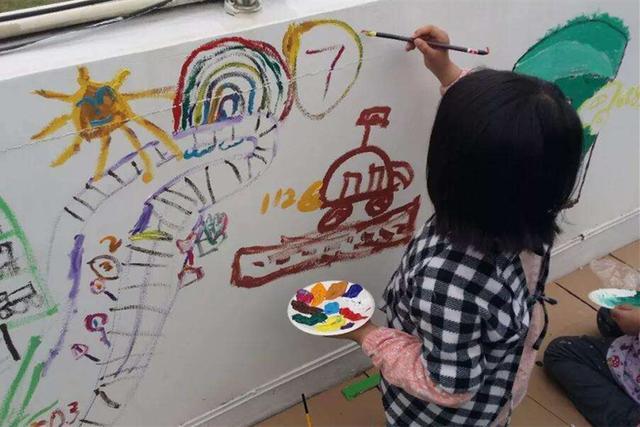 幼儿园布置作业,画妈妈睡觉,看到第3个图,网友:真有才