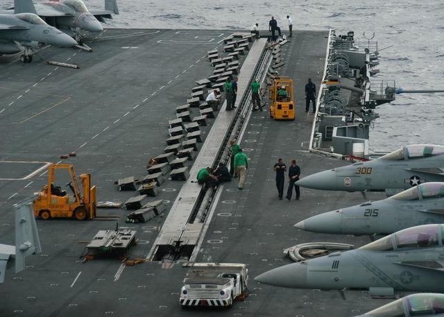 美国海军签署航母舰载机电磁弹射系统合同 可弹射美军所有舰载机