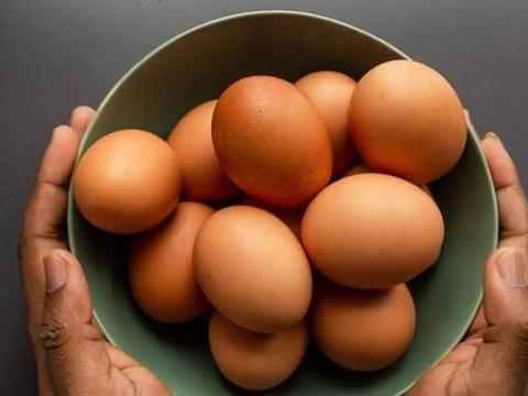 煮好的鸡蛋拿来这样做,Q弹有嚼劲,一口咬下去还爆汁,比肉好吃