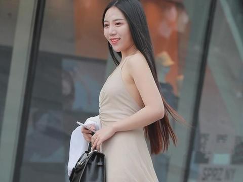 连衣裙的穿搭时尚大方,更迷人和自信,绽放青春时代的魅力