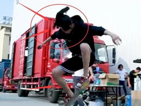 王一博片场玩滑板,穿短裤暴露真实腿型,太帅了