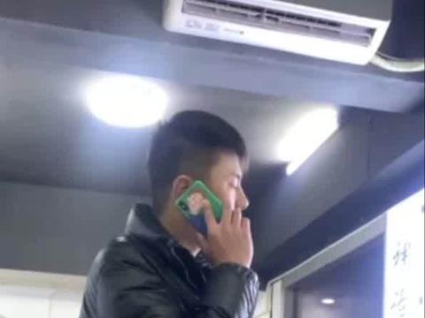 顾客捡到iPhone12欲刷机 被店员怒斥:你还是交给警察做回好人吧