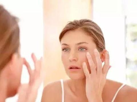 40岁以上女人选择水乳时,不仅要看抗皱,还有这点别忘了