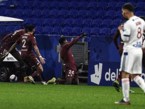 比赛日:那不勒斯6-0紫百合 约维奇2球法兰克福3-1