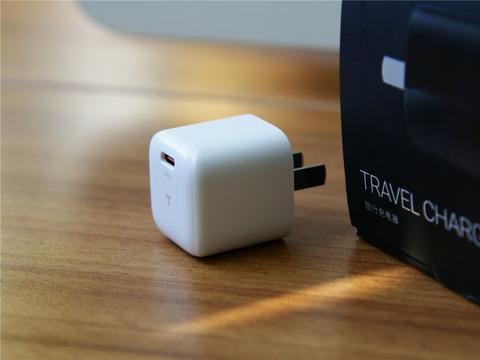 国货之光iPhone12必备快充搭档图拉斯小冰块20W苹果PD开箱体验