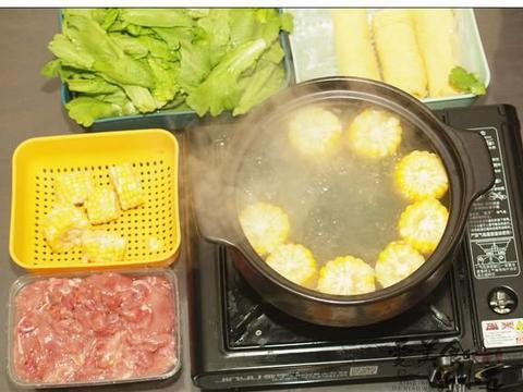 冬天就要吃火锅,今天推荐山鸡火锅,三个人100多元的荤素搭配