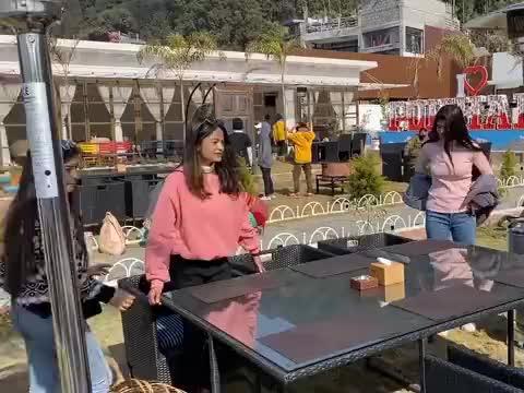 中国小伙尼泊尔街头邂逅爱情第二集:在餐厅