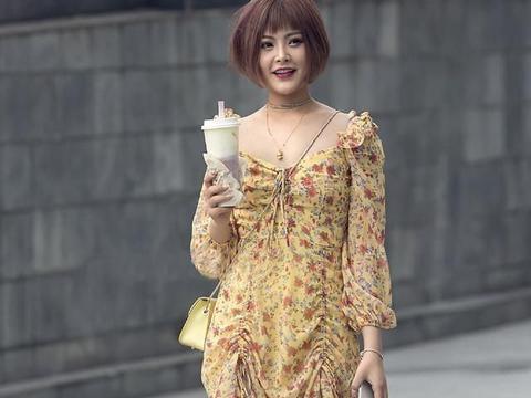 连衣裙这样穿,淑女风中又增添几分小性感,尽情展现女性朦胧美感