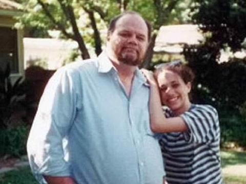 老爸拍纪录片,曝光梅根成长,戴安娜大笑视频罕见发布,她真好看