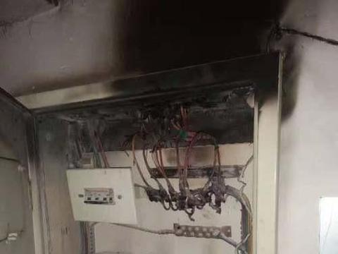 小区电表箱子起火电业局不管?国家电网:不负责入户线路维护