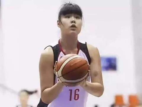 女篮国手与CBA悍将恋爱,两个都是巨人,一个两百斤一个三百斤