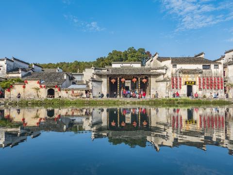 中国适合老年夫妻的4个古镇,小众清净,粉墙黛瓦,你去过几个