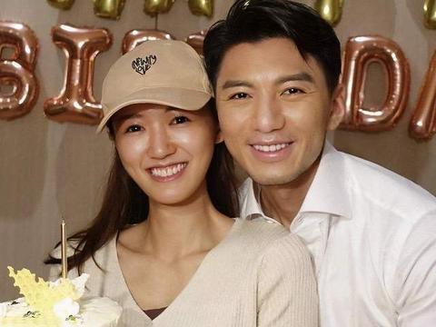 39岁斩获音乐新人奖,袁伟豪被网友批评变丑,直言情绪仍低落