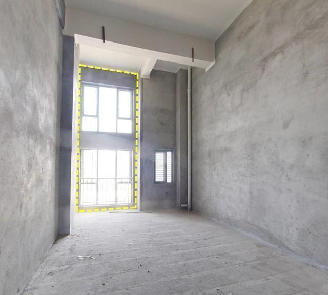 毛坯房层高5米,靠落地窗对面搭建隔层,空间显大10㎡不挡采光