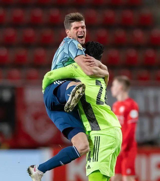 89分钟登场梅开二度率队取胜,37岁荷兰神锋退役前回德甲救急?