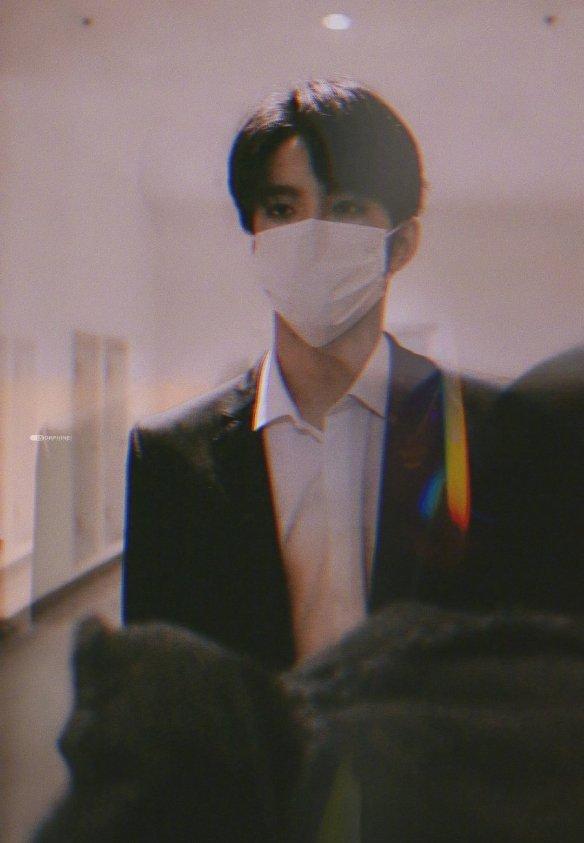 刘耀文黑色西装内搭白衬衫,掩盖不住的帅气!