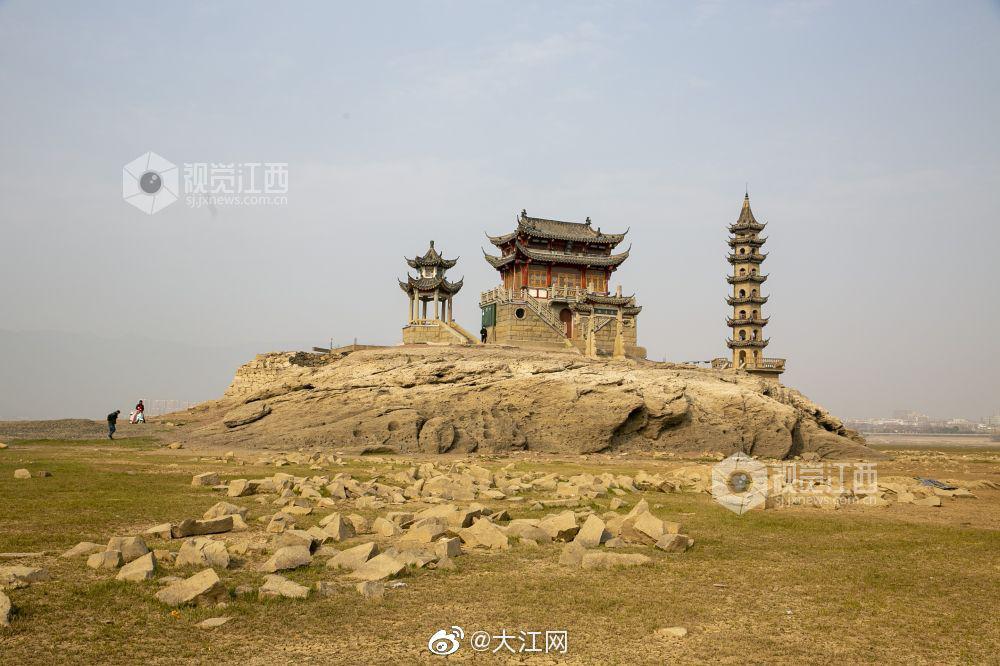 江西九江:鄱阳湖落星墩较往年推迟两个多月露出水面