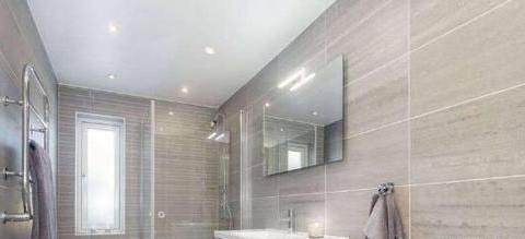 头一次见淋浴房装这种地面,不得不感叹太聪明了,下水快又防滑