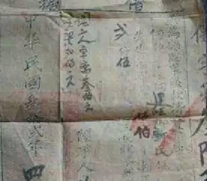 男子翻修老宅,无意间找到70年前的一张纸,没想到是无价之宝