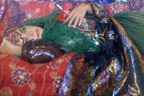 她是美国艳星伊丽莎白泰勒 好莱坞最美的女人 她来到了伊朗