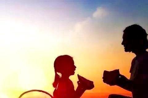 重庆:孩子打翻酸奶洒落一地,妈妈慢慢蹲下了身子……