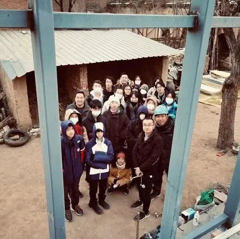 19个深圳中学生在五台山下造房子