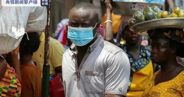 加纳发现变种新冠病毒 警方加大执法力度确保民众佩戴口罩