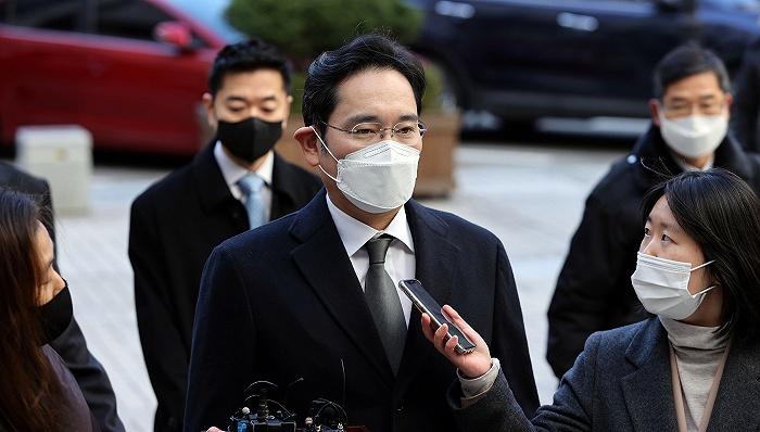 三星电子掌门人李在镕因行贿被判2年6个月
