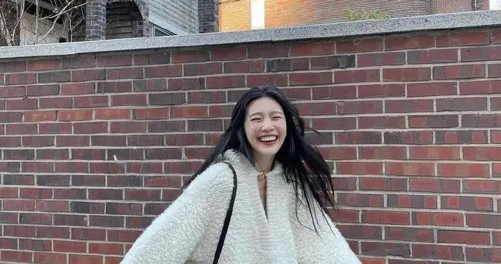 赵露思说她冬天最爱毛毛衣了