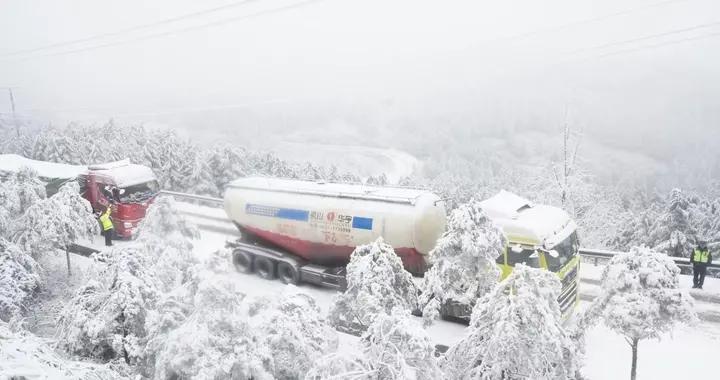 贵州多条高速因凝冻交通管制 多地有能见度低于200米大雾