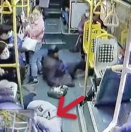 上海一公交车急刹,38岁女乘客摔倒后不幸身亡