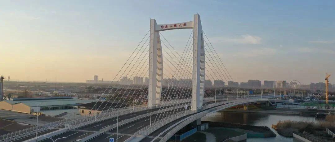 """【交通】南北向主干道连成一线!宝山这座""""帆船大桥""""今天通车"""