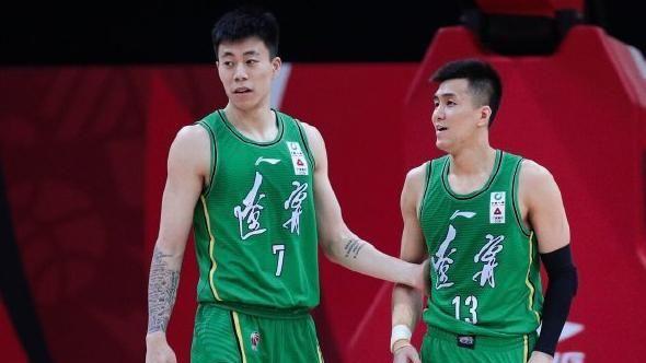 杨鸣批评朱荣振,加盟辽宁前训练懒散,但现在变得很刻苦