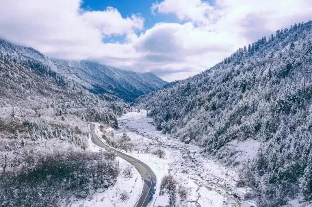 海螺沟 坐标:四川省甘孜藏族自治州 最佳旅行时间:秋季和冬季……