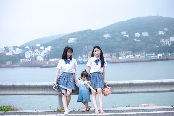 浙江很美的沿海公路,一侧是翠绿青山,一侧是汪洋大海