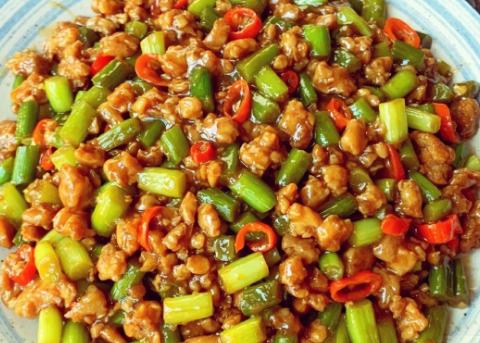 美食家常菜推荐:酸辣藕丁,孜然鸡胸肉土豆丁,蒜苔炒肉末巨好吃