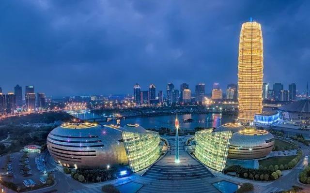 郑州拥挤的城中村:被繁华商圈包围居住有梦的人,值得去看看