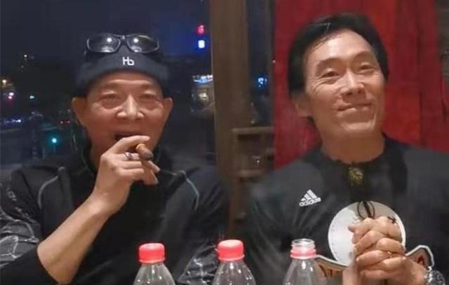 网友在社交账户上,分享一段视频,刘玉翠郑浩南吴毅去参加聚会