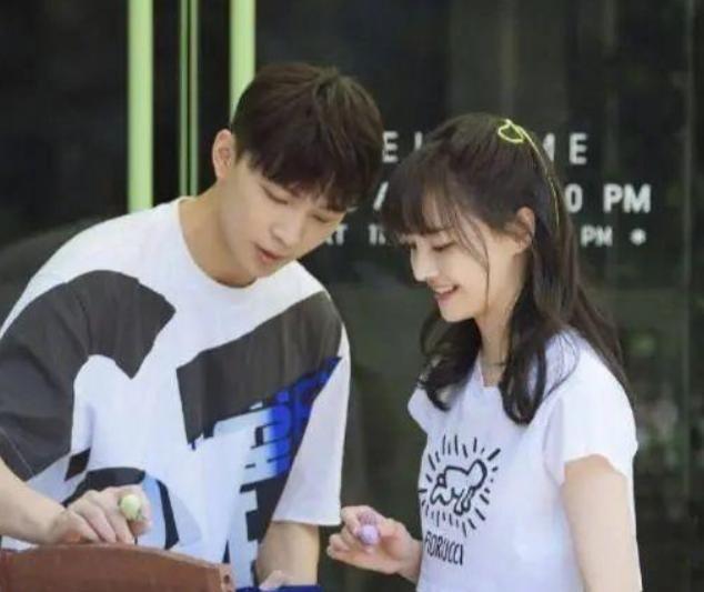 郑爽前男友张恒发长文:留美是照顾孩子