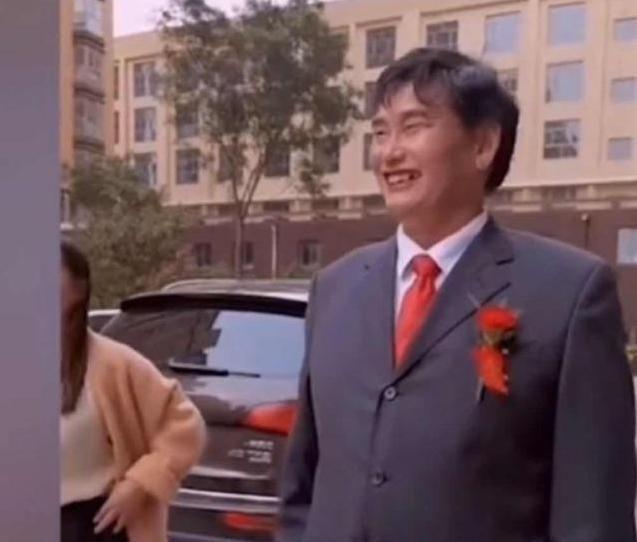 朱之文出现星光大道并坦率地说,他的儿媳是自己选的