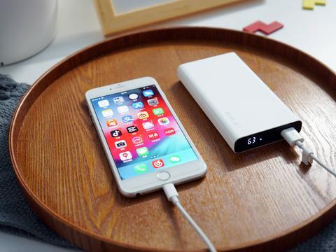 电友P10X 65W快充移动电源,手机笔记本应急都没问题!
