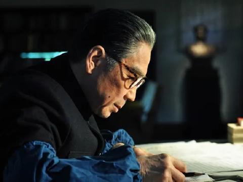 《跨过鸭绿江》:从模仿到走心,特型演员孙维民第55次扮演周总理
